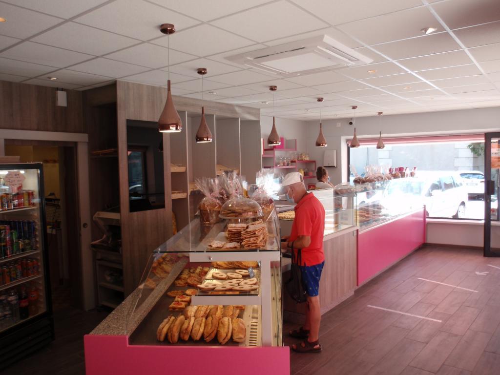 agencement boulangerie avec client au comptoir