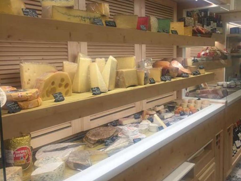 fromages sur étagères