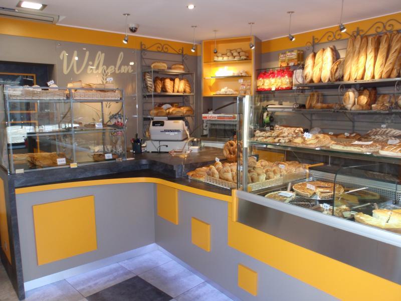 intérieur boulangerie jaune